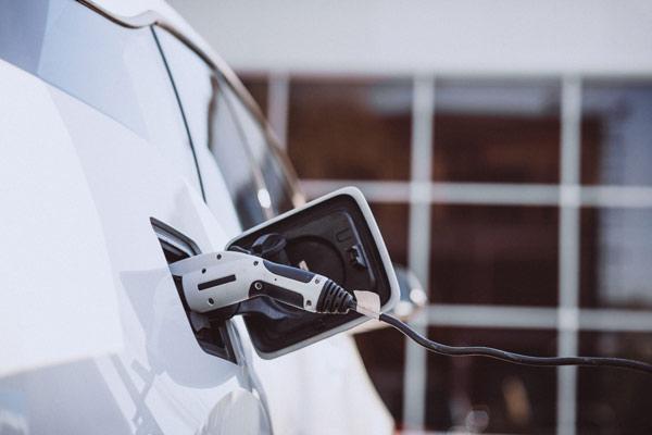 como se carga un coche electrico