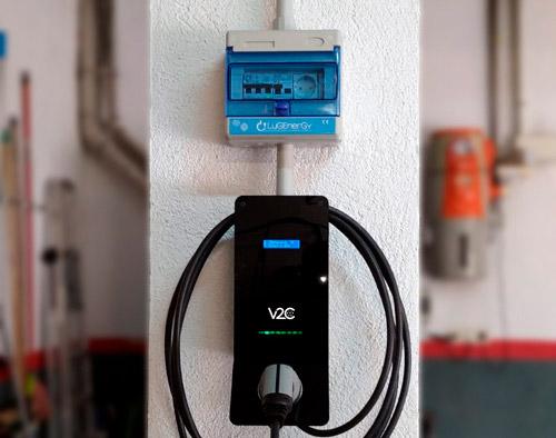 cargar coche electrico en enchufe convencional o punto de recarga