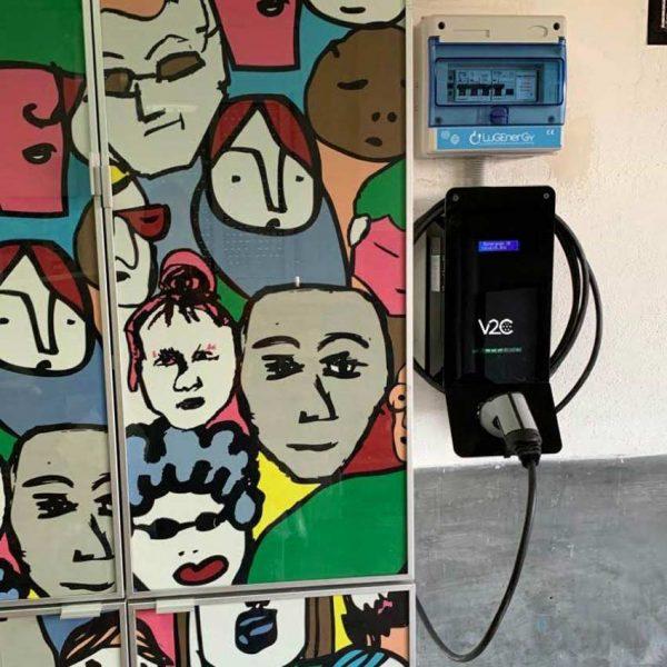 cargador coche eléctrico en garaje privado