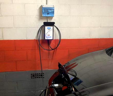 punto de recarga instalado en garaje comunitario